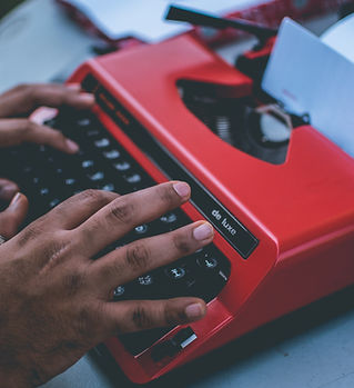 MANUAL TYPEWRITER AND HANDS TYPING