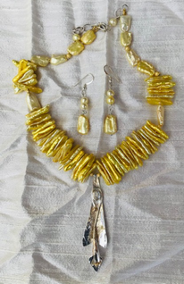 Golden Lily Necklance and Earrings