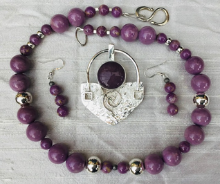 Tabard Necklace, Eardrops and Brooch Pendant