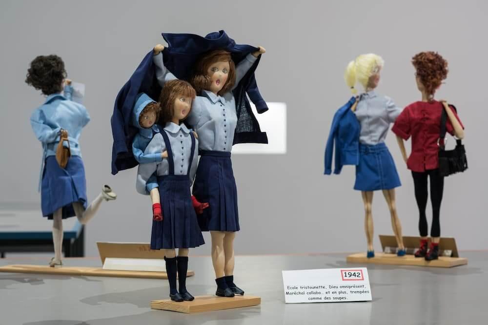 Plusieurs poupées textiles