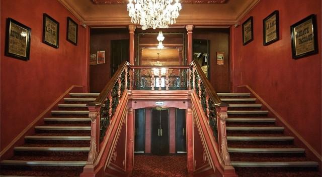 credit_gael_rebel_-_escalier_du_theatre_