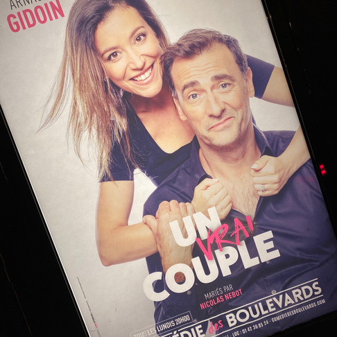 Un vrai couple. Trop mignon. Théâtre Comédie des Boulevards