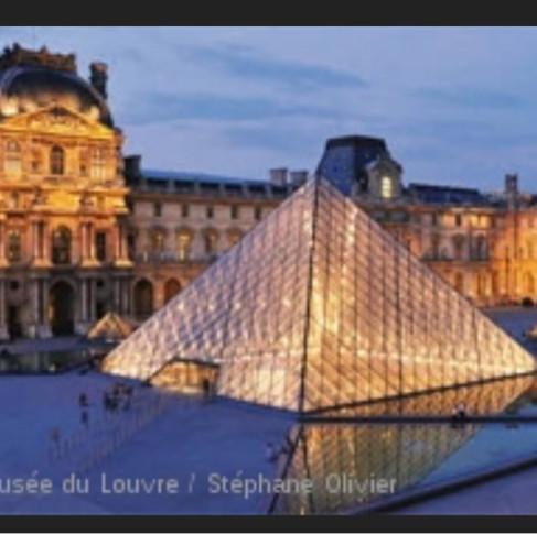 Le Louvre. Gratuit en nocturne le samedi 😄🌗