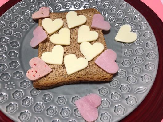 愛いっぱいの食パンだぞー