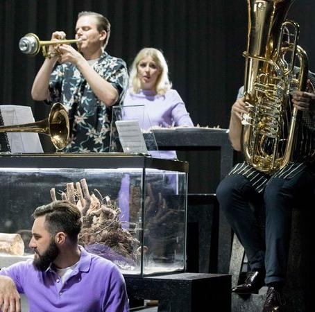 Spannendes Musiktheater: Wir aus Glas