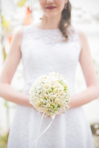 Bukiet ślubny z frezji i gipsówki
