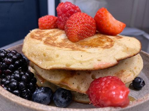 Pancakes + frutti rossi + sciroppo d'acero