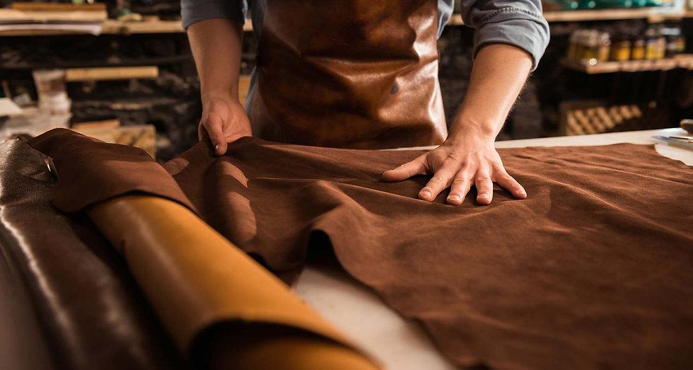 cuir-travail-atelier.jpg