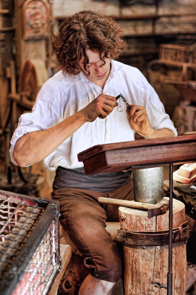 Artisan au Puy du Fou ©_Ludovic