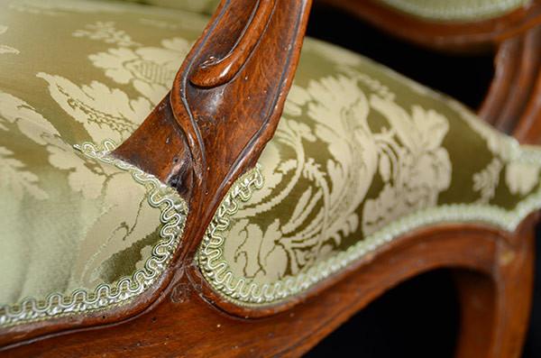 Bois sculpté sur un fauteuil Louis XV re