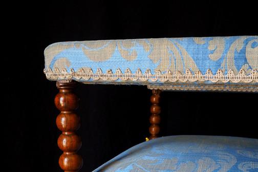 Détail d'un fauteuil ancien Louis XIII
