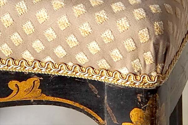 detail-restauration-chaise-napoleon-3.jp