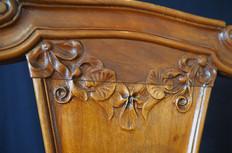 Dossier de chaise au motif fleuri