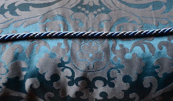 Détail d'une tapisserie de fauteuil Loui