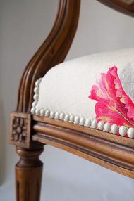 Pied d'un fauteuil Louis XVI