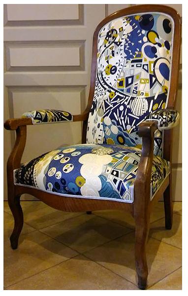 Fauteuil Voltaire relooké par un tapissi