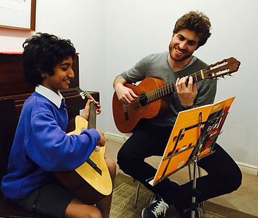 Beginner guitar lesson in Richmond