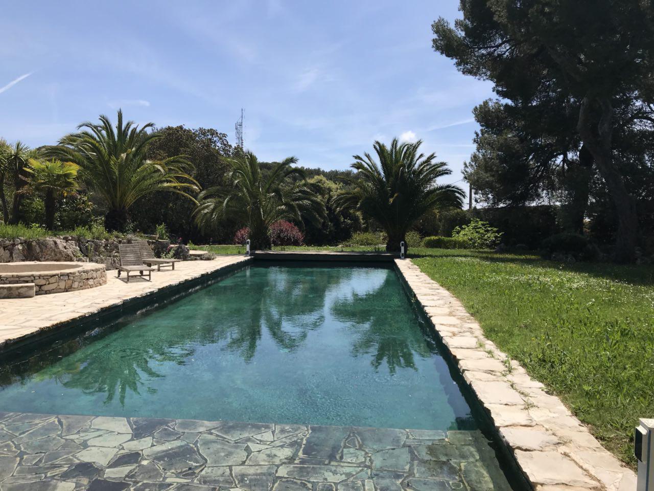 La piscine du Conteo