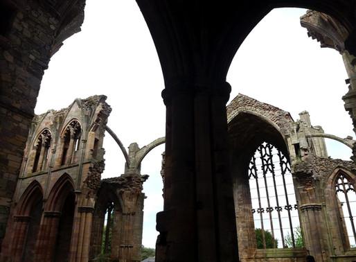 St. Abbs Head a Melrose Abbey