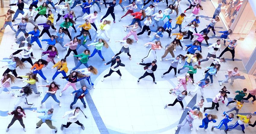 танцевальный флешмоб.jpg