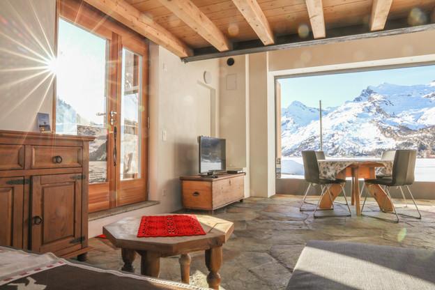 Wohnzimmer mit Sonnenlicht Casa bellavis