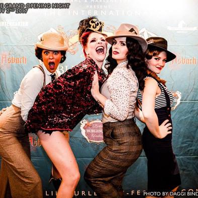 Lou's THE COOL CATS mit Burlesque Tänzer