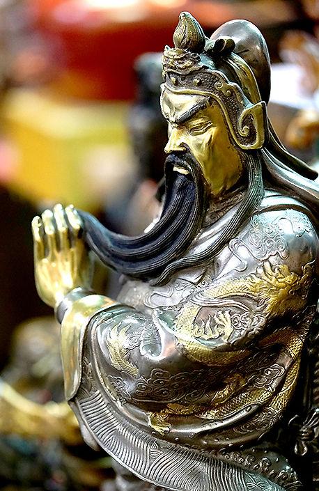 Guan yu bronze statue