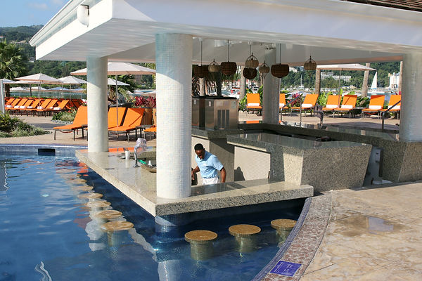 swim-up-bar-moon-palace-jamaica-grande.j