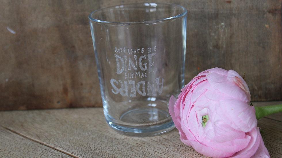 Trinkglas  Betrachte die Dinge einmal anders
