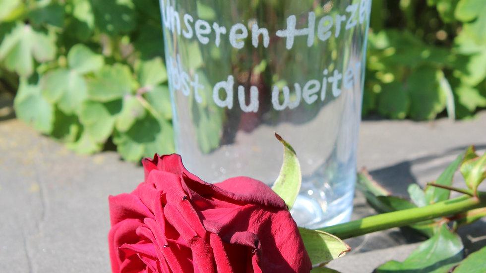 """Glas """"In unseren Herzen lebst du weiter"""""""