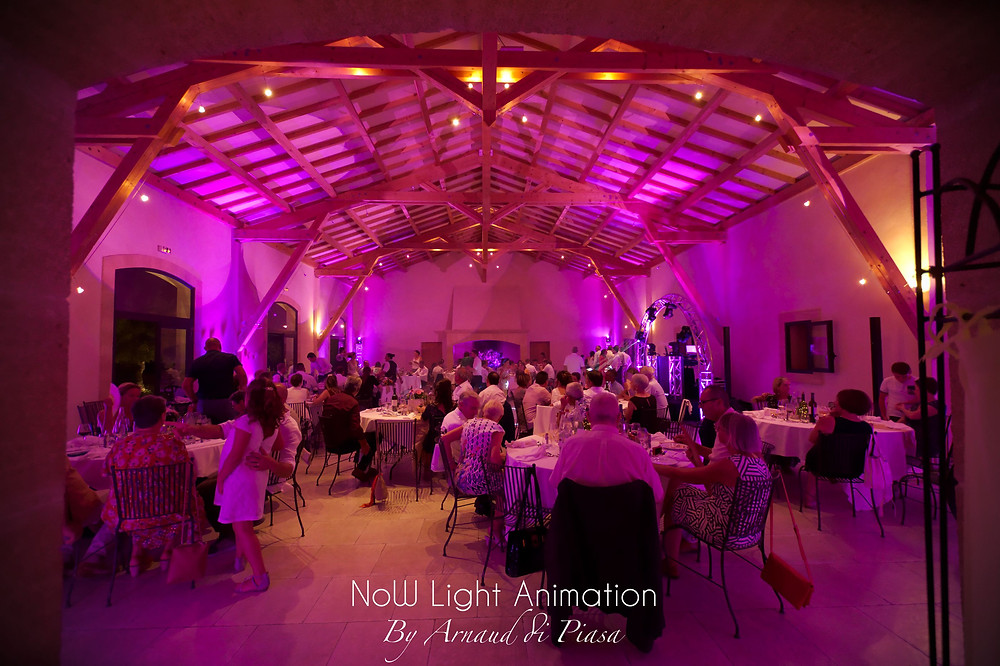 DJ, mariage, Domaine de Sulauze,  Bar à Vinyles et mise en lumière de la salle de réception.