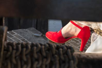 Schoenen aan de ketting.jpg