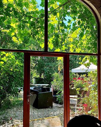 Sous écran végétal et à l ombre des gran