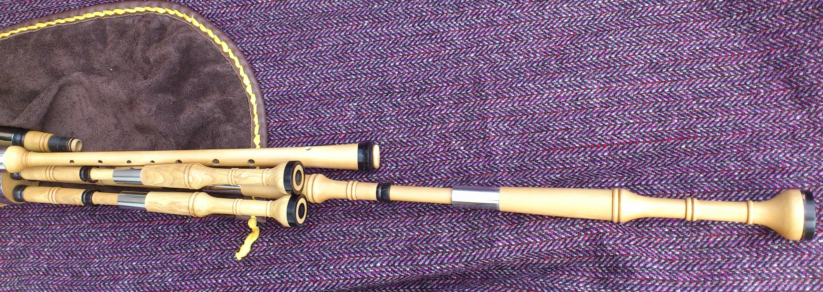 holly borderpipes with black buffalo horn (10).JPG