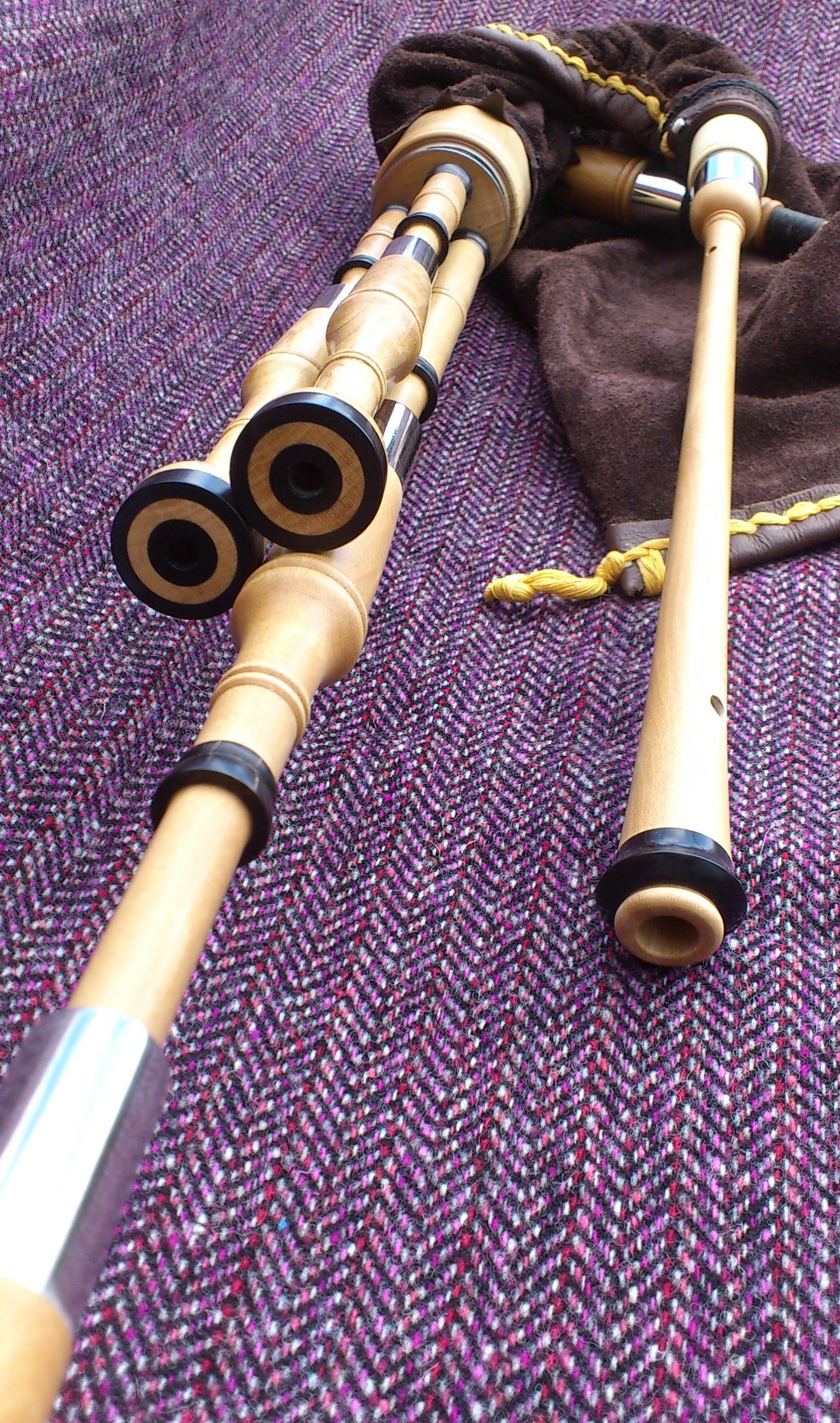 holly borderpipes with black buffalo horn (3).JPG