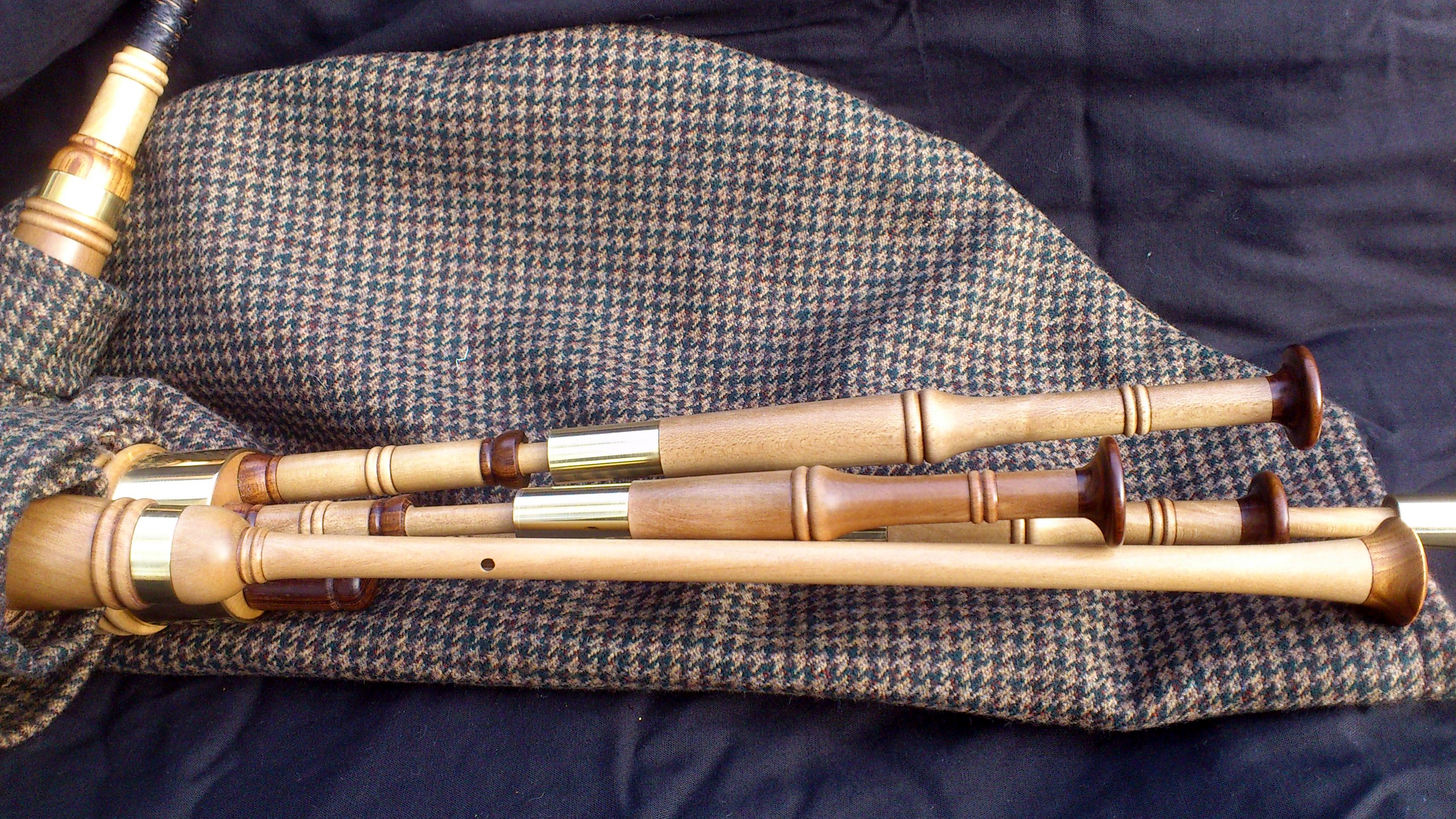 holly smallpipes (6).JPG