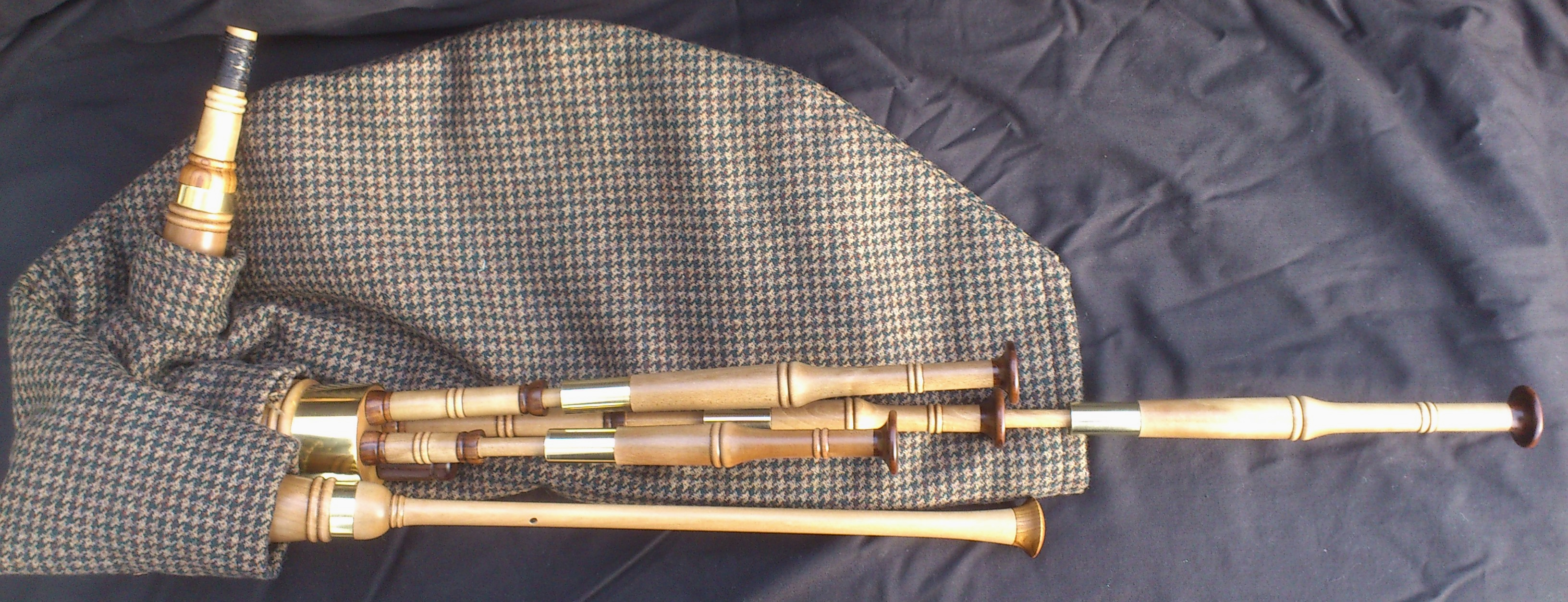 holly smallpipes