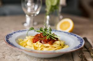 Tagatelle med tomatsås