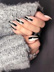 Black stripes för @upcloseandstylish