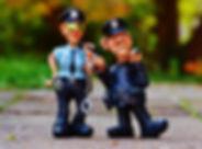 batons-cops-figurines-33598.jpg