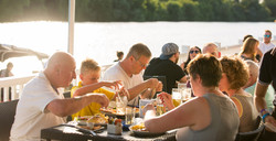 Al fresco dining at Lakeside