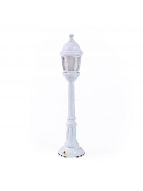 """Lampada SELETTI da tavolo in resina """"street lamp (dining)"""" grigia"""