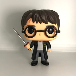 09 Harry Potter with Sword