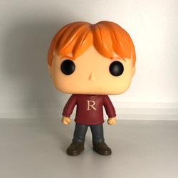 "28 Ron Weasley ""R"" Sweater"