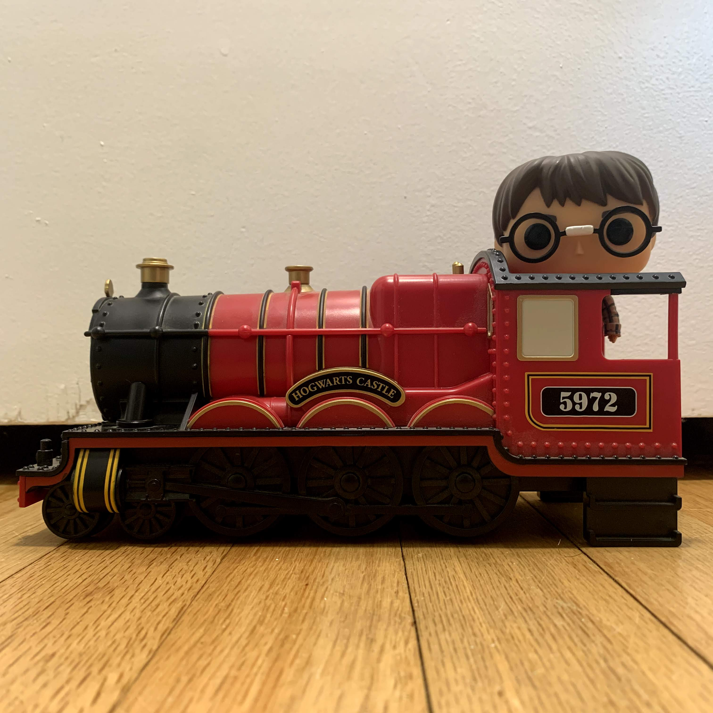 20 Hogwarts Express Engine with Harry Potter