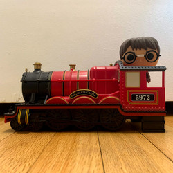 20 Hogwarts Express Engine with Harry Potter