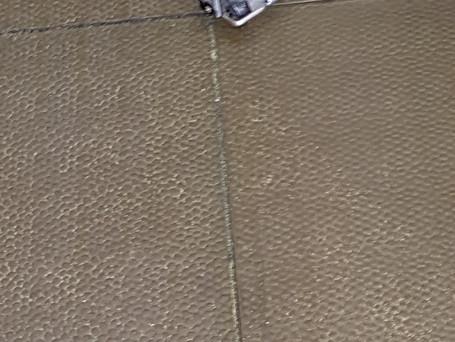 Trteibladungsreste auf der Schießbahnsohle werden abgesaugt