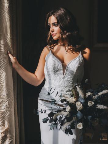 Bridal suite bride and bouquet image