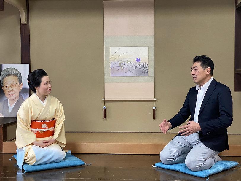 井上安寿子さんと近衞忠大.jpg