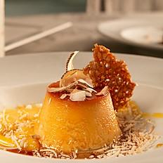 Pudim de Coco, com tuile de laranja e curd de maracujá